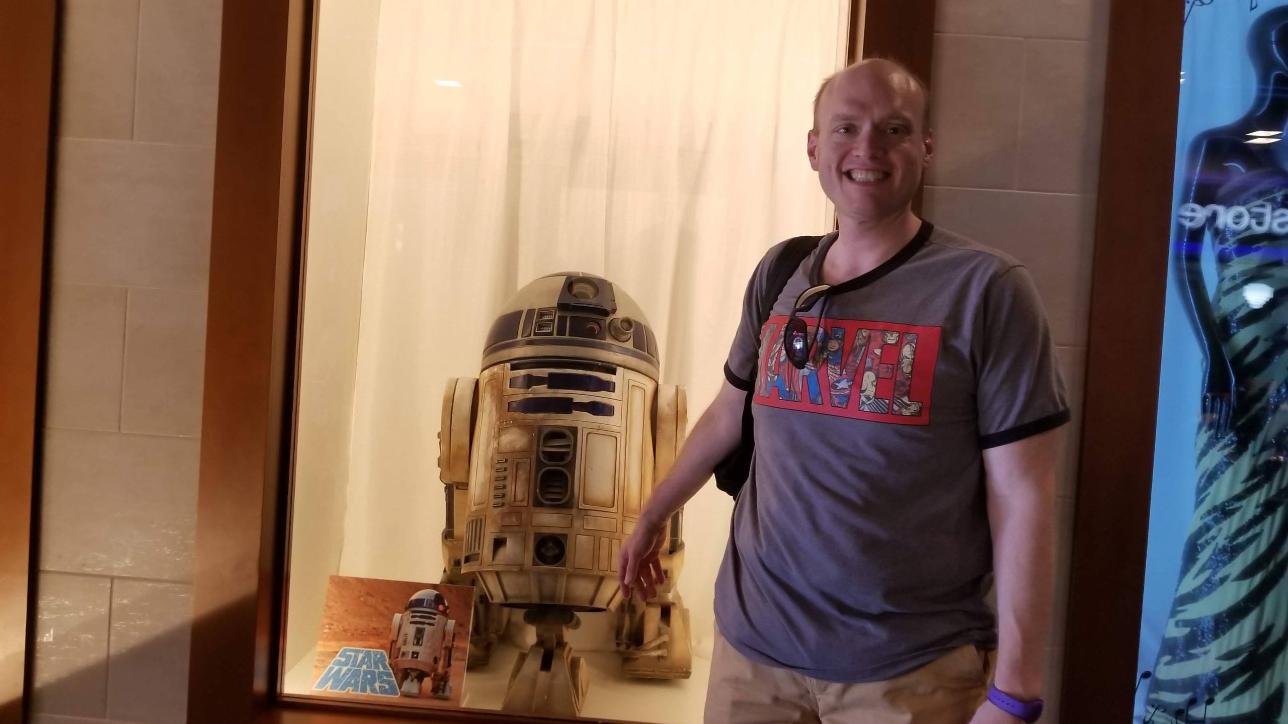 Man in a gray Marvel t-shirt next to a Star Wars character